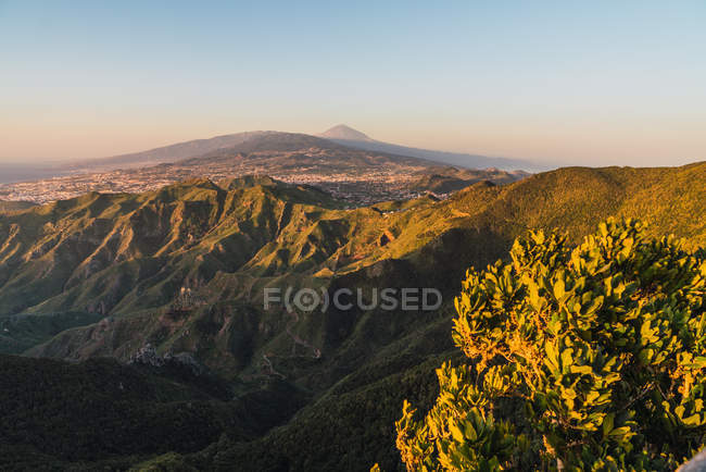 Picturesque view of village in valley near mountain Teide and blue sky in Tenerife, Canary Islands, Spain — Stock Photo