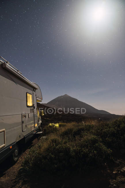 View of camper van on mountain Teide and sky with stars at night in Tenerife, Canary Islands, Spain — Stock Photo