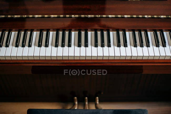 Ansicht von der Klaviertastatur im Musikstudio — Stockfoto
