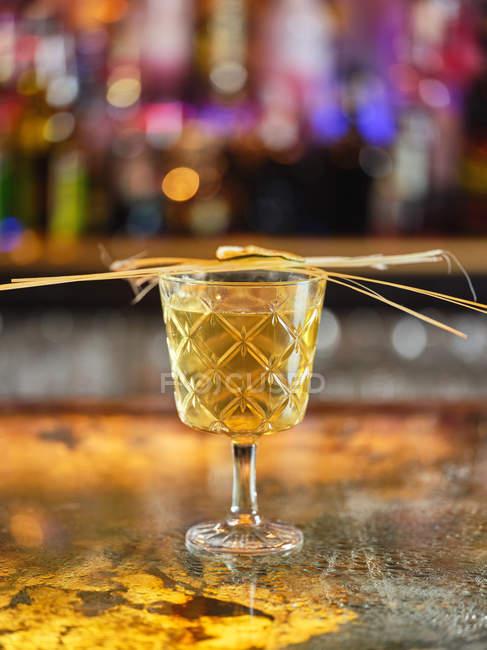 Agrumi e spezie su vetro di cocktail — Foto stock