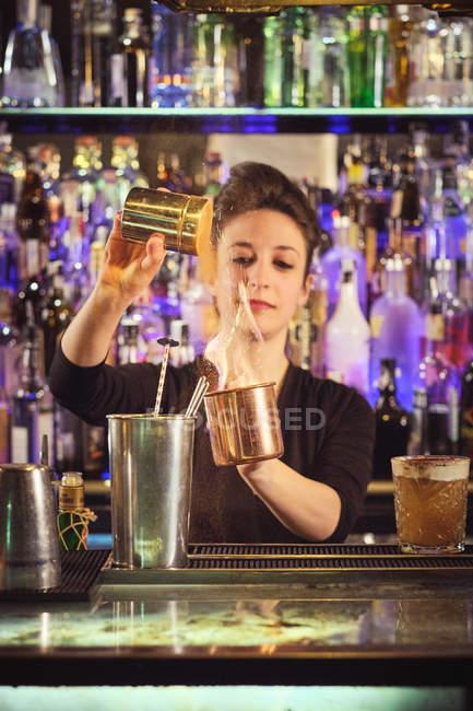 Female bartender preparing cocktail — Stock Photo