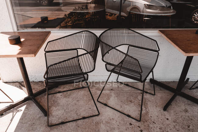 Metal chairs and table on street — Stock Photo