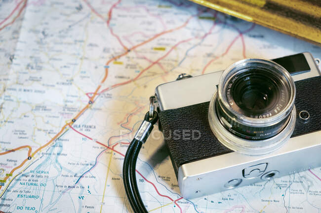 Vintage photo camera on table — Stock Photo