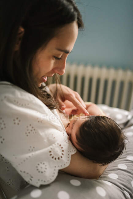 Mother feeding baby at home — Stock Photo