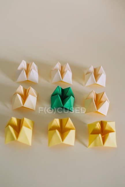 Conjunto de papel origami amarelo e verde — Fotografia de Stock