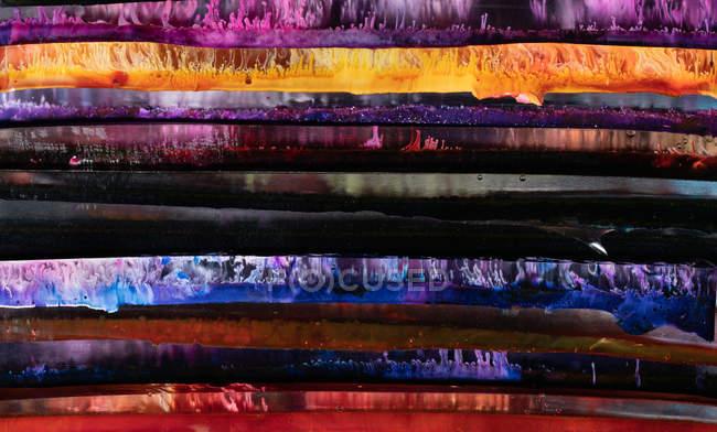 Gros plan de panneaux de résine époxy multicolores brillants abstraits — Photo de stock