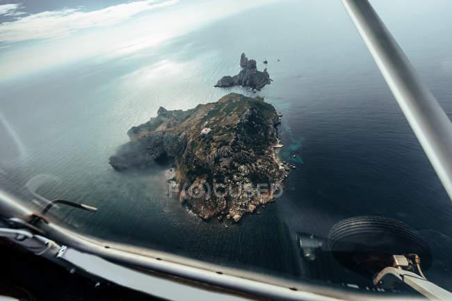 Vue aérienne des îles de l'intérieur d'un petit avion — Photo de stock