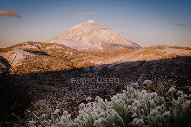 View of snowy mountain peak against sunset blue sky on Canary Islands, Spain — Stock Photo