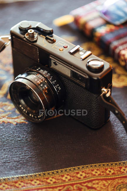 Closeup of vintage camera on decorative table — Stock Photo