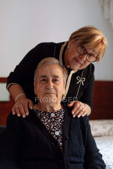 Elderly woman with alzheimer served by her daughter — Stock Photo