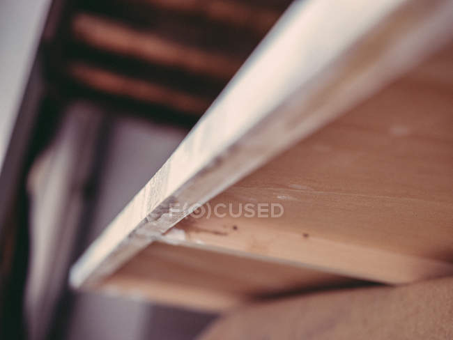 Dirty edge and reverse side of wooden stretcher on blurred background of artist workshop — Stock Photo