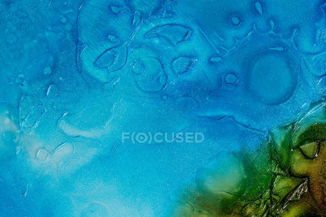 Closeup dust of metallic pigment sparkling with blue and green colors — Stock Photo