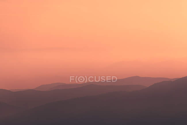Sunset sky over mountain ridge — Stock Photo
