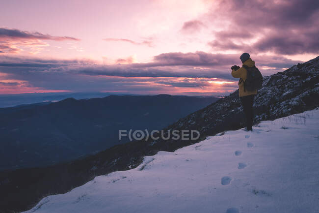 Anonymous tourist on snowy mountain — Stock Photo