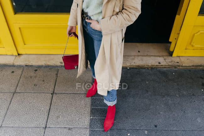 Closeup of stylish woman standing on street — Stock Photo