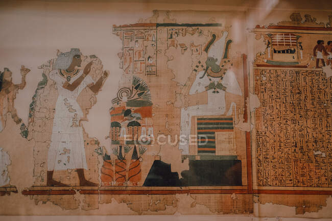 Cairo, Egypt - April, 12 2019: Crumbling ancient mural and hieroglyphs on wall of entombment - foto de stock