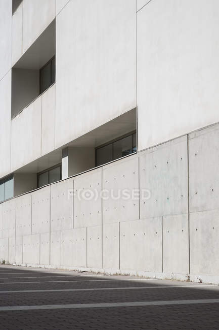 Wall of contemporary building on city street — Stock Photo