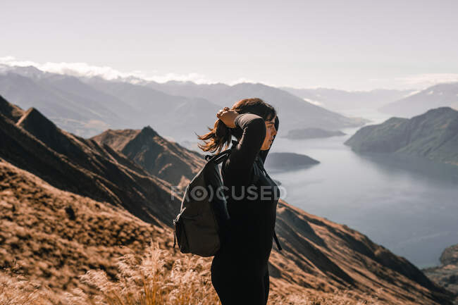 Happy traveling woman on picturesque mountain landscape — Stock Photo