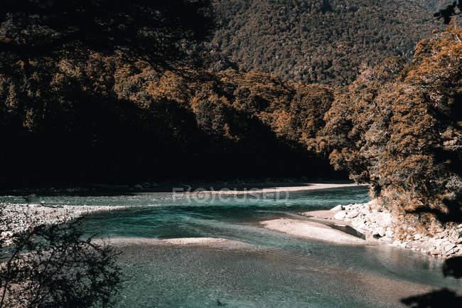 Malerische Seeküste bei sonnigem Wetter, Lake wanaka und Lake hawea in Neuseeland — Stockfoto