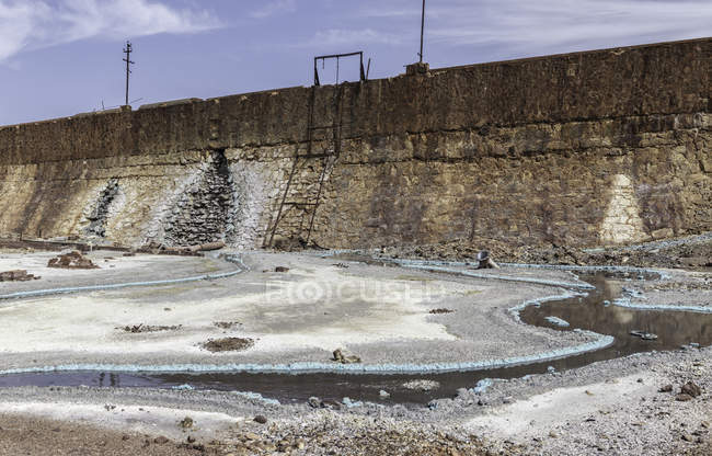 Water spills on rocky territory in Mines of Riotinto, Huelva — Stock Photo