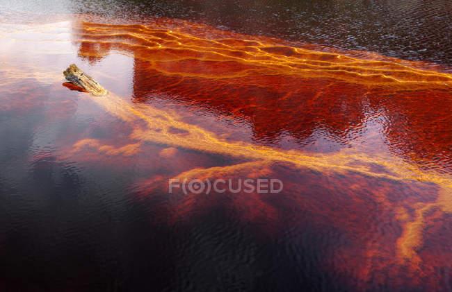 Оранжевые потоки и переходы на скале в Шахтах Риотинто, Уэльва — стоковое фото
