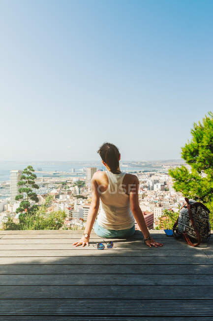 Woman on bench looking at city views from above — Stock Photo