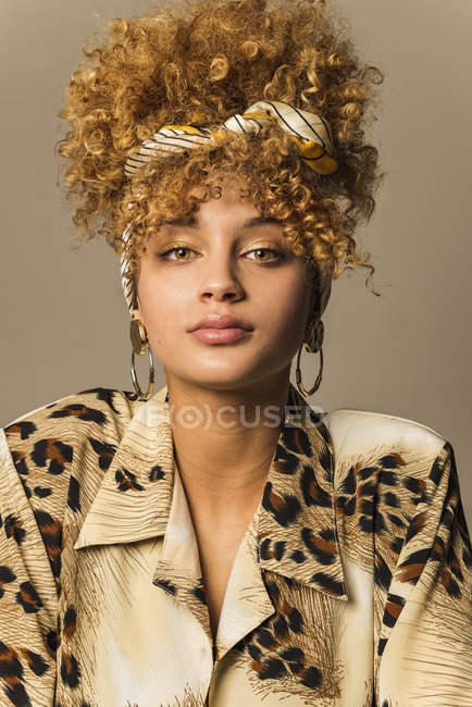 Portrait of attractive retro woman with curly hair in patterned blouse — Stock Photo