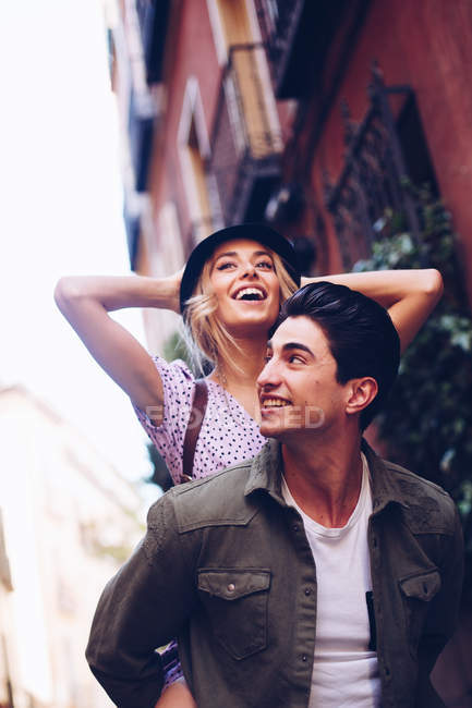 Young cheerful couple in casual clothes having fun during dating outdoors — Stock Photo