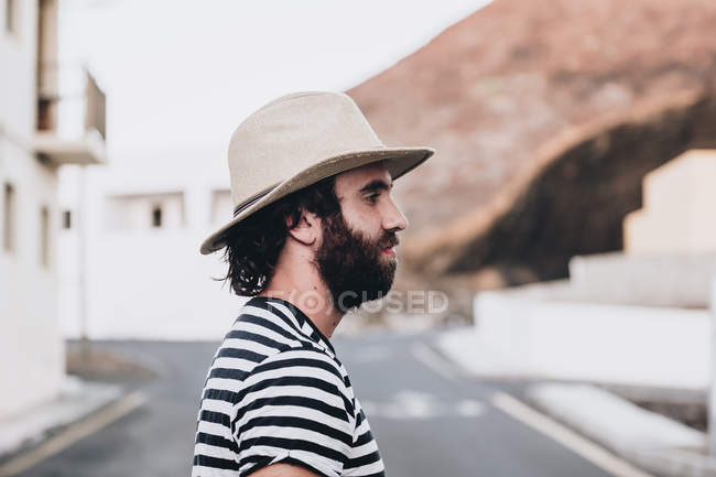 Bearded male on deserted road, profile — Stock Photo