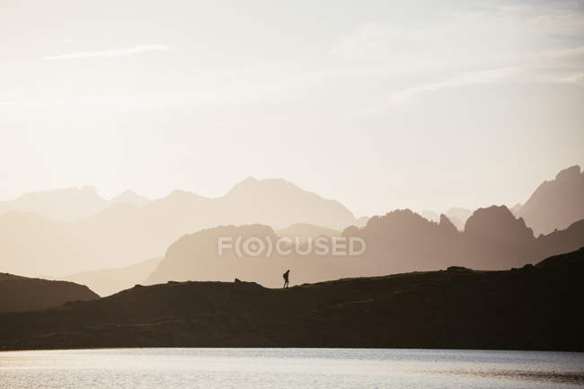 Majestic mountain landscape with human silhouette — Stockfoto