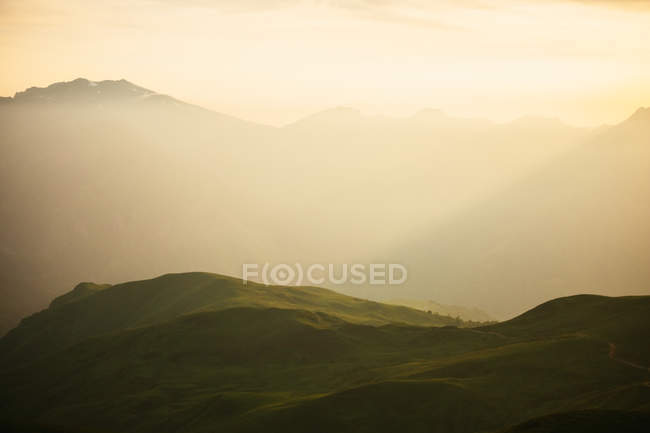 Majestic mountains range in mist and sunlight — Stock Photo