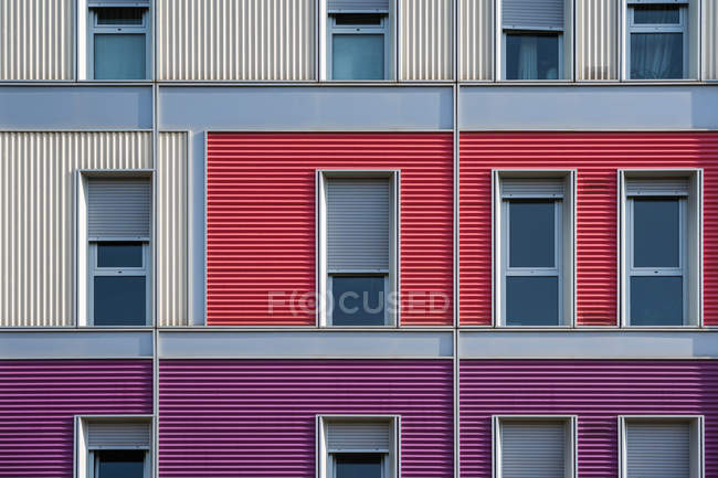 Exterior of contemporary colorful urban house with long half opened narrow windows — Foto stock