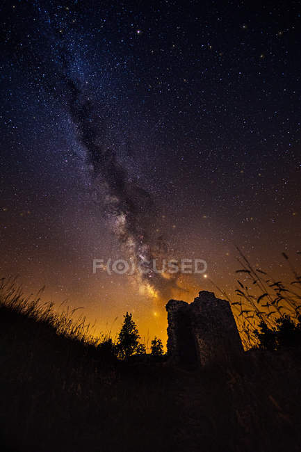 Night sky with the Milky Way and silhouette of ruin — Stock Photo