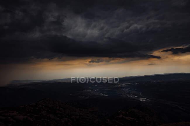 Veduta del Monte Montserrat con tempesta, Catalogna, Spagna — Foto stock