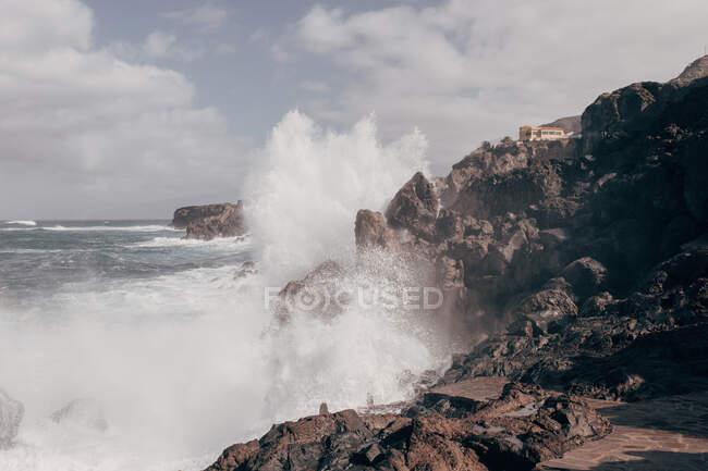 Ocean waves crashing into rocks on Tenerife — Stock Photo
