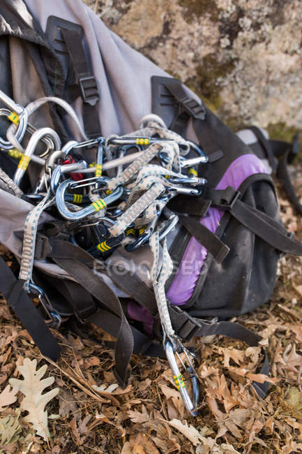 Climbing equipment, ropes, climbing shoes, carabiner, ready to be used next to the mountain hillside - foto de stock