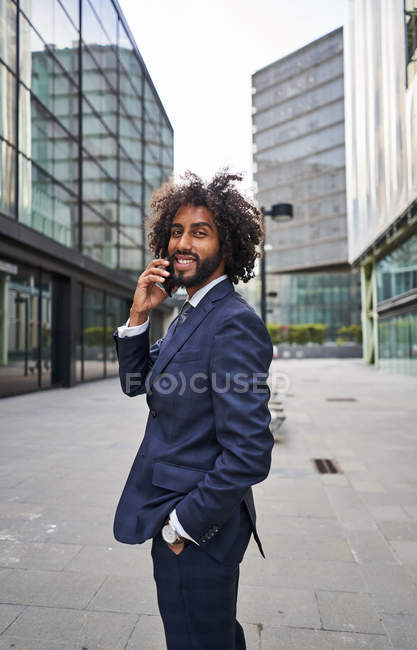 Curly african american man smiling at street — Stock Photo