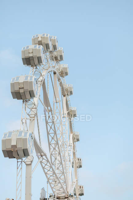 Low angle of section of modern observation wheel at amusement park and blue sky — Stock Photo