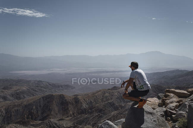 Tourist gazing while standing on edge of picturesque canyon — Stock Photo