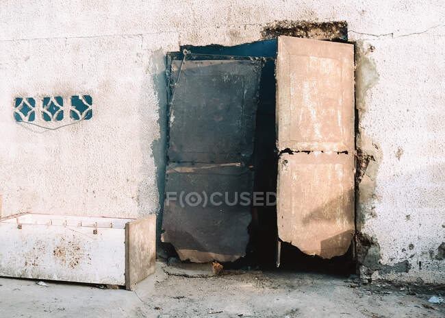 Aged building with damaged doors and shabby walls located on street of town in Gambia — Stock Photo