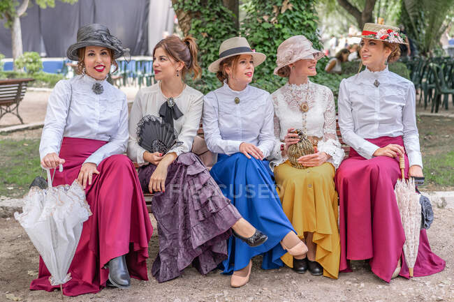 Old fashioned ladies talking in park — Stock Photo