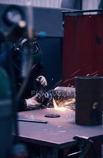 Professional welder in mask welding metal — Stock Photo