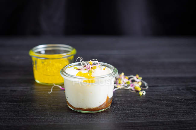 Mousse of goat cheese caramelized onion and extra virgin olive oil caviar — Stock Photo