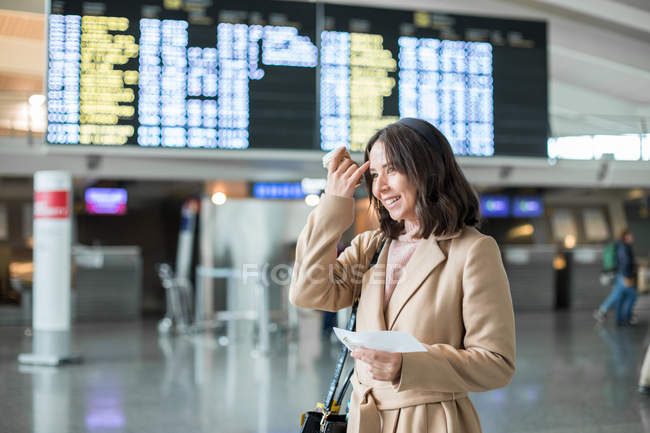 Woman standing in airport — Stock Photo