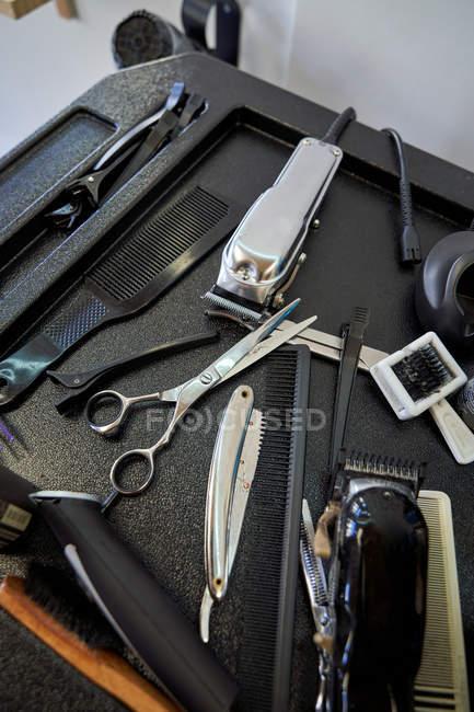 Barbiere strumenti per tagliare i capelli e pettinare. Stile di vita — Foto stock