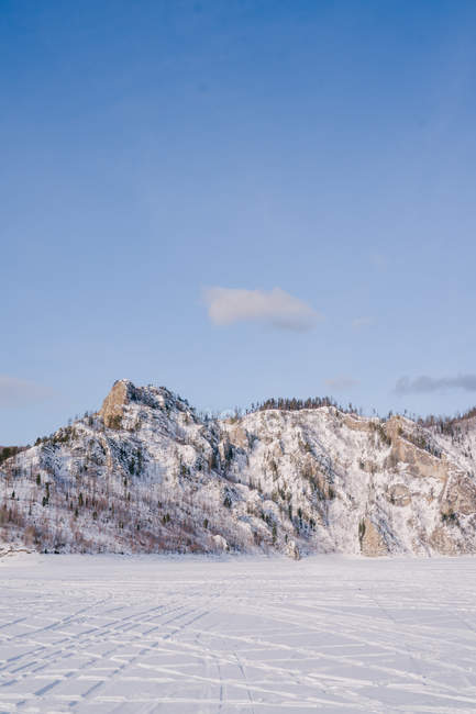 Winter landscape with snowy rocks and blue sky — Stock Photo