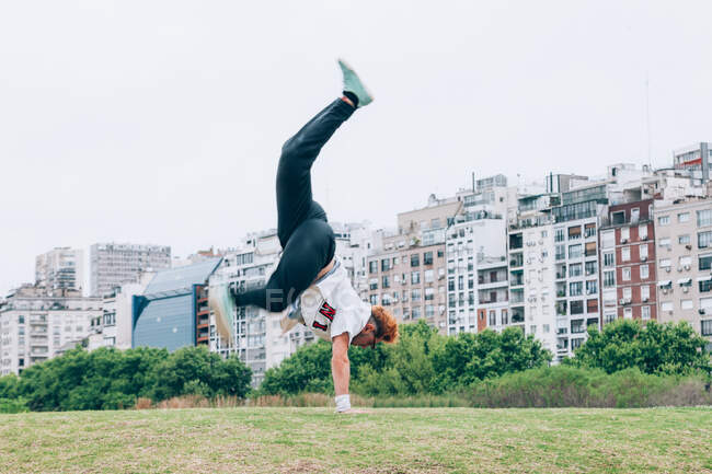 Sportsman practicing hip hop on lawn — Stock Photo