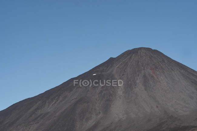 Gloomy lonely mountain peak under blue sky, Antuco Volcano, Chile — Foto stock