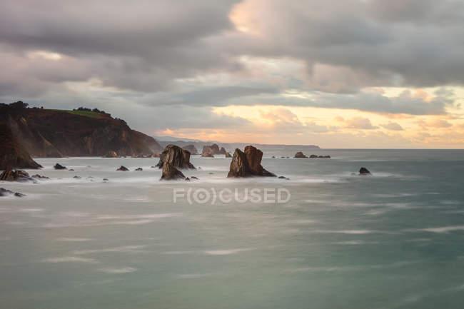 Picturesque majestic raging waters of bay breaking rocks on beach of Silence O Gaviero in Spain — Stock Photo