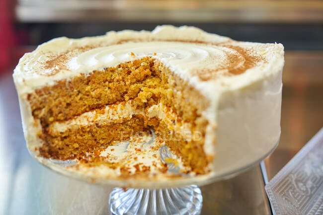 Tasty homemade cake with sweet thick layer of whipped cream — Stock Photo